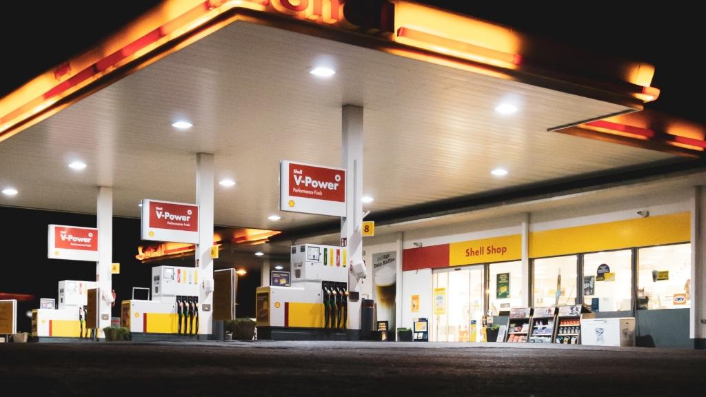 Son bir yıl içinde benzin fiyatları niçin arttı? İsviçre'de durum ne?