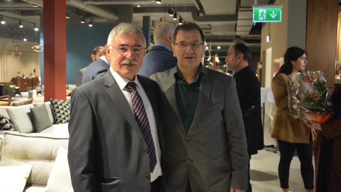 Mağaza sahibi Fikri Tonus ve Müsiad İsviçre Yönetim Kurulu Üyesi Yakup Aydın bir arada