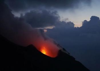 Stromboli Yanardağı Erwan Hesry on Unsplash