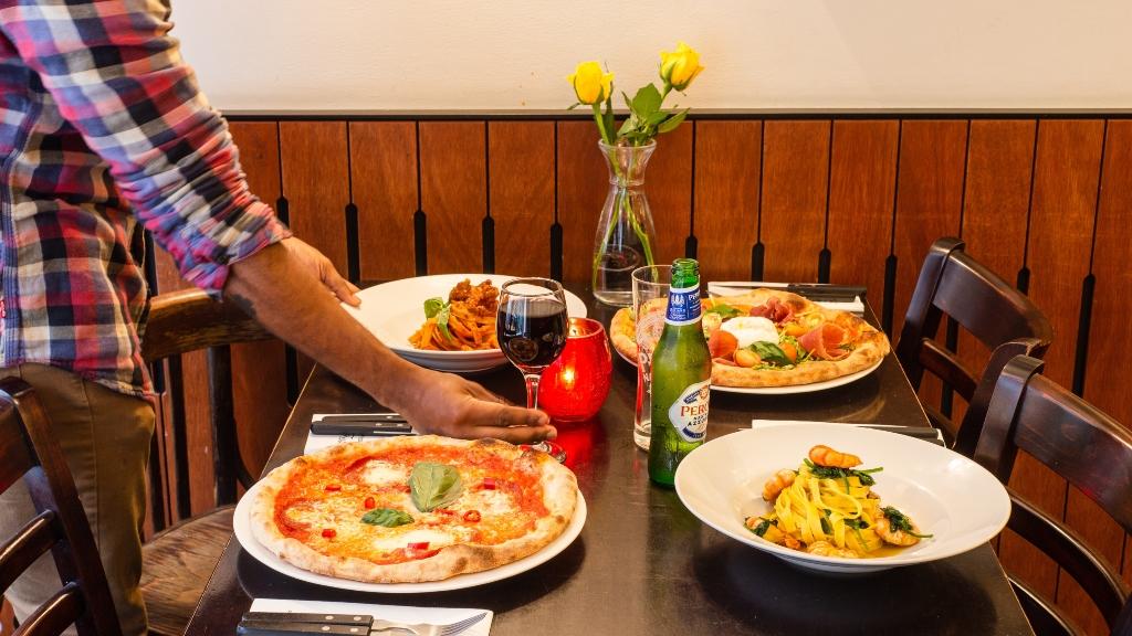 Nihayet Restorant'lara izin çıktı! Artık yemeğimizi içeride yiyebiliriz…