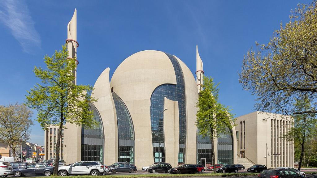 Köln şehrinde cuma günleri minarelerden ezan okunabilecek